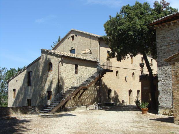 Klasztor Monteripido widok z ogrodu