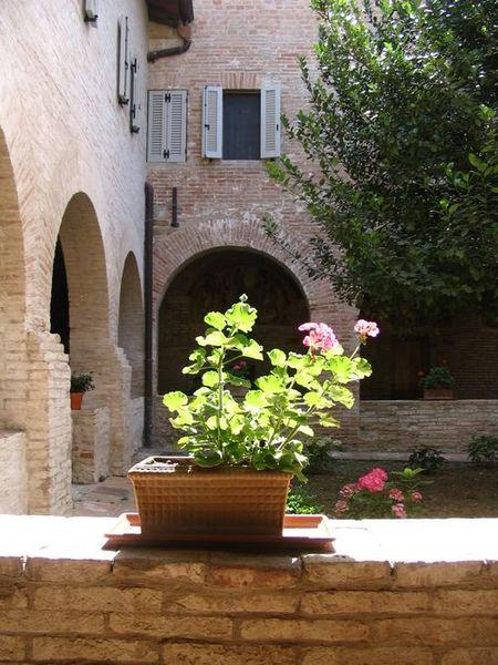 Krużganki klasztoru w Perugii